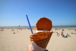 Hagewinde ijsje eten